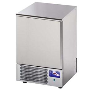 SCHOCKFROSTER - MOD.AB03 - Luftkühlung - Kapazität der Backformen: 3 x GN 1/1 (cm 53x32,5) oder 3 cm 60x40 - Schnellkühlleistung: +70° +3° (15 Kg) - Schnellfrostleistung: +70° -18° (9 Kg ) - Aussenmaße in cm (B x T x H): 75 x 74 x 75/78 - EG-Norm